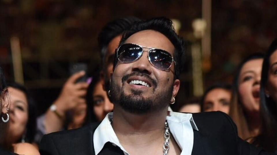Mika Singh dedicates success in Bollywood to Akshay Kumar