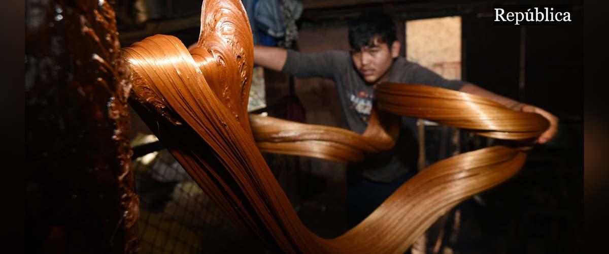 PHOTOS: Making molasses for Maghe Sankranti