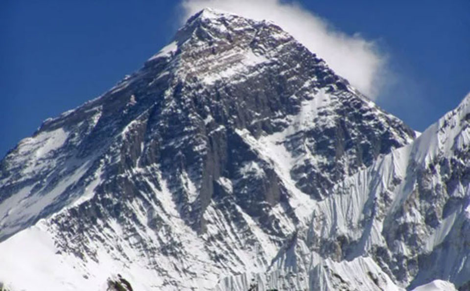 PM Oli calls to end Mt Everest pollution