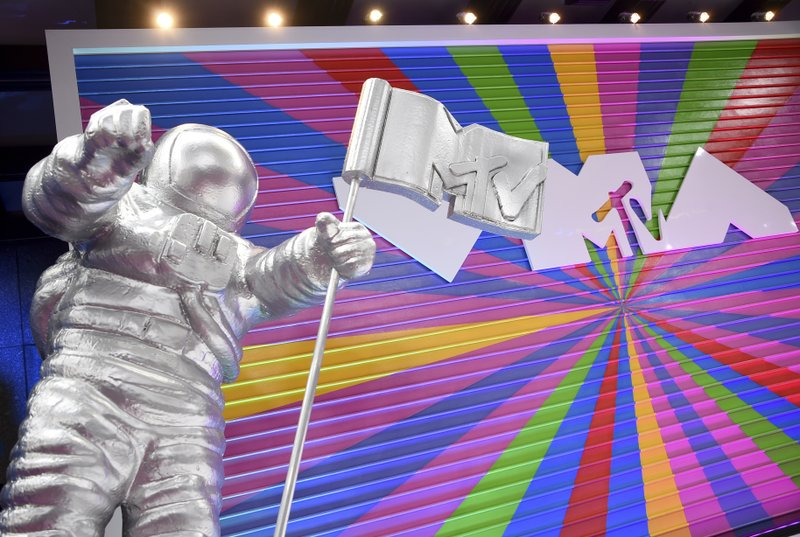 MTV VMAS scraps indoor performances, moves to outdoor sets