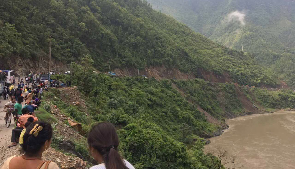 Landslide obstructs Narayangadh-Muglin road