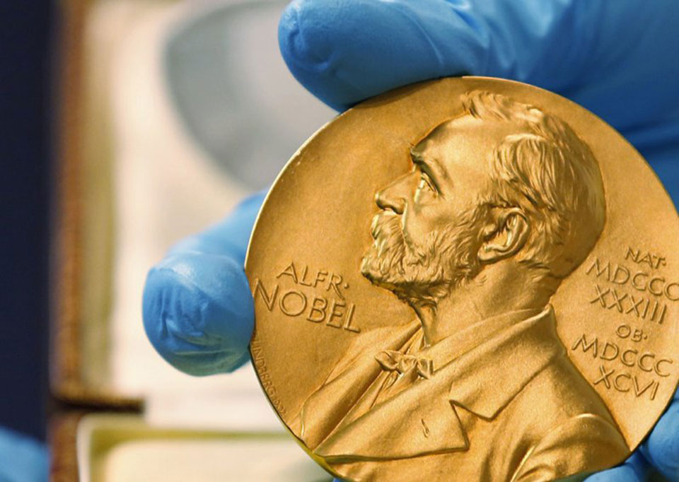 The Latest: 3 share Nobel physics prize for gravity waves