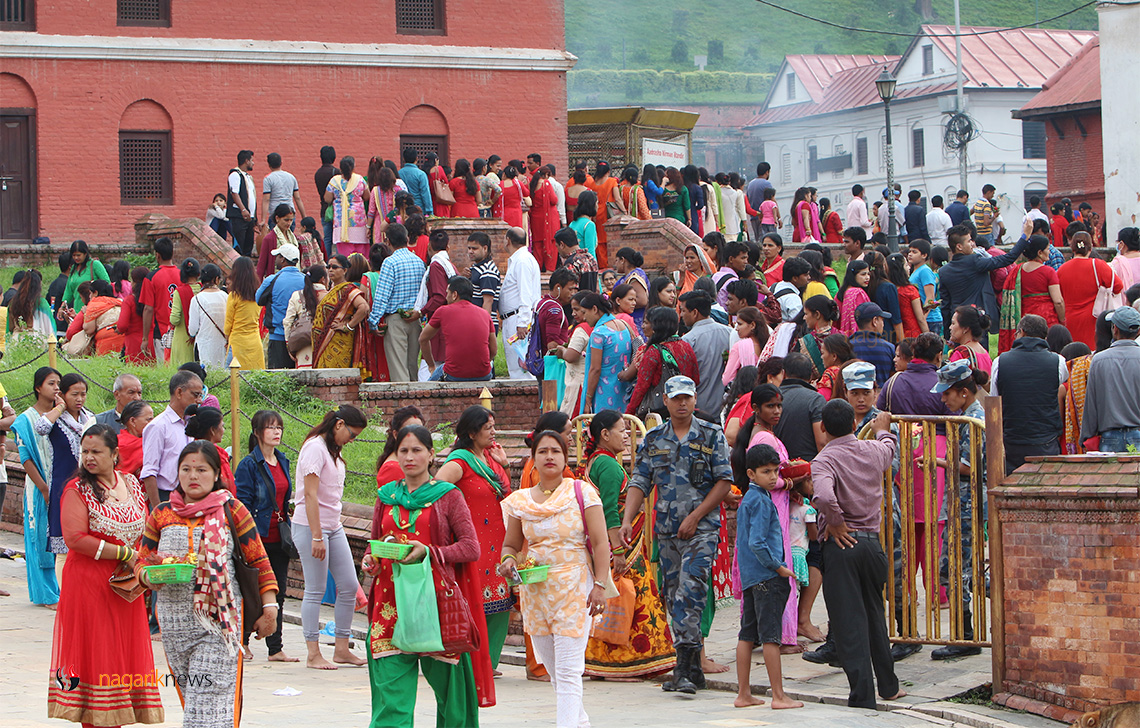 Devotees throng Pashupati temple on occasion of first Monday of Shrawan