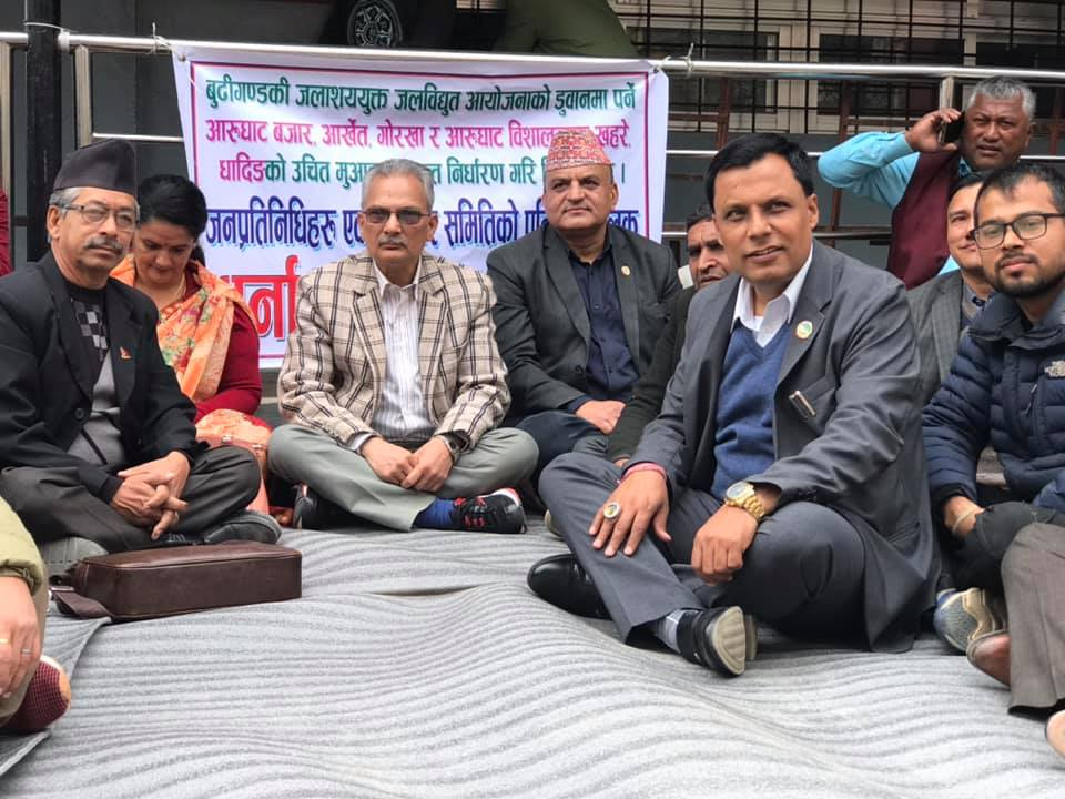Political party leaders stage sit-in in front of Gorkha DAO
