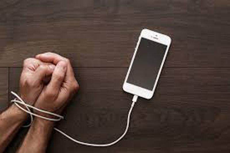 'We become victim of cell phone addiction without even realizing'