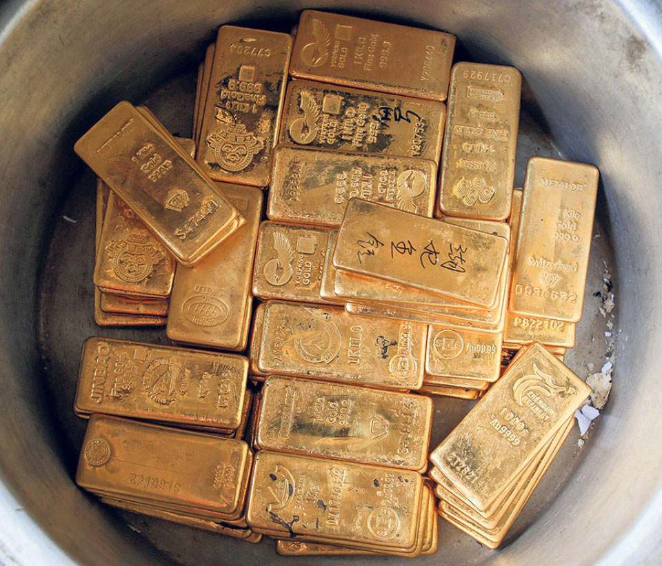 Chinese nationals held with eight kilos of gold