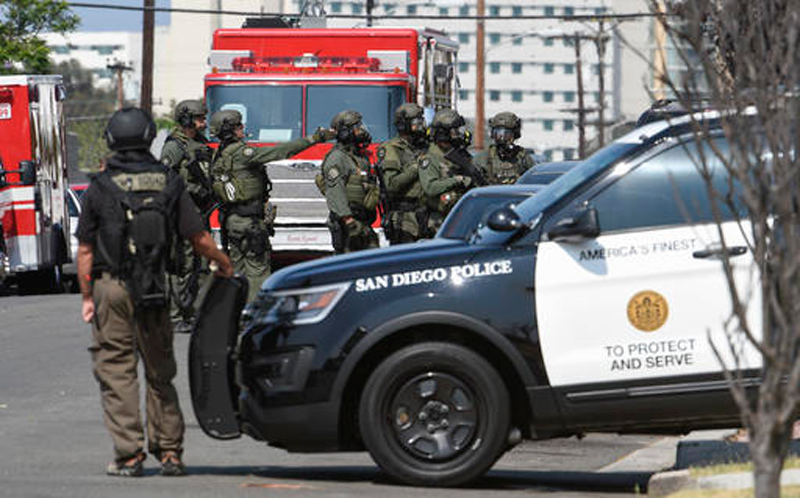 New Mexico village cop slain, motorist shot and 3 arrested
