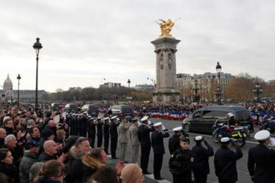 Parisians line up to mourn 13 soldiers killed in Mali