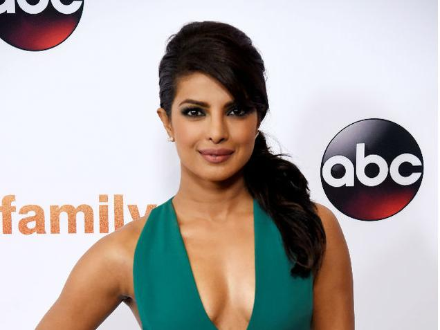 Priyanka is quitting Bollywood and shifting to LA? Quantico star answers on Twitter