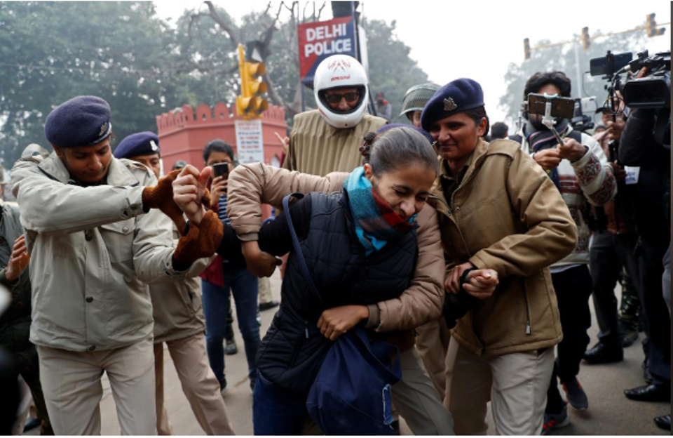 Hundreds detained in India for defying ban on protests against citizenship law