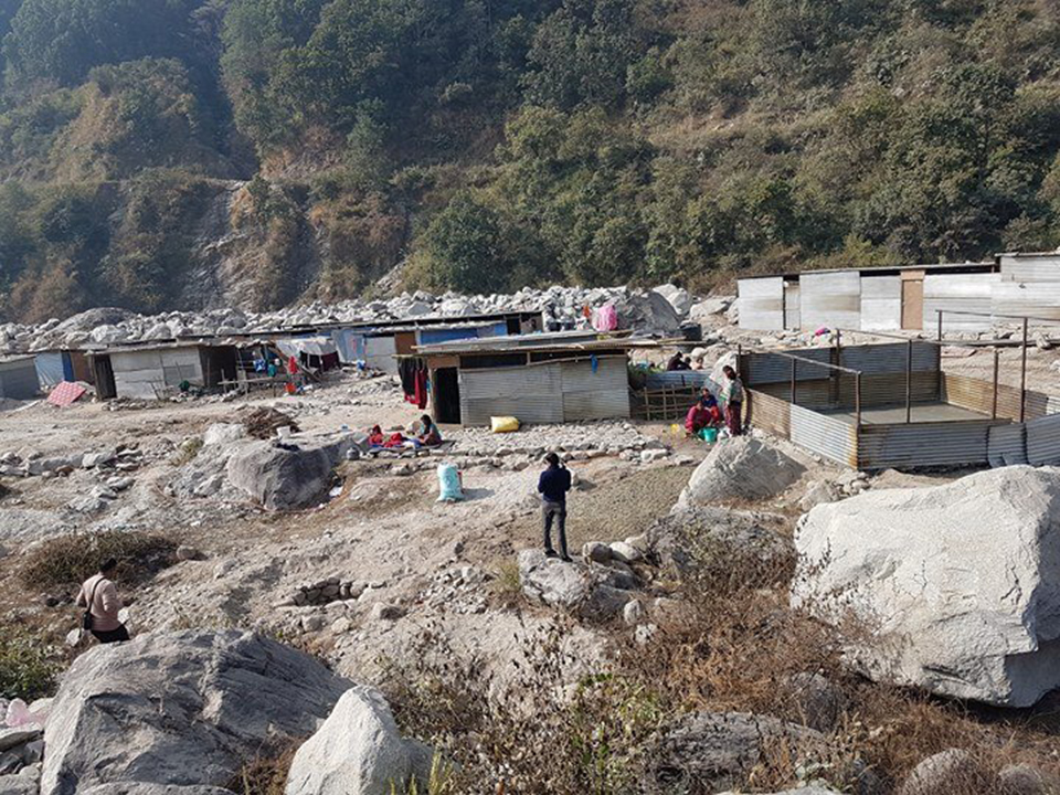 In despair, quake victims living on flood-prone riverbank