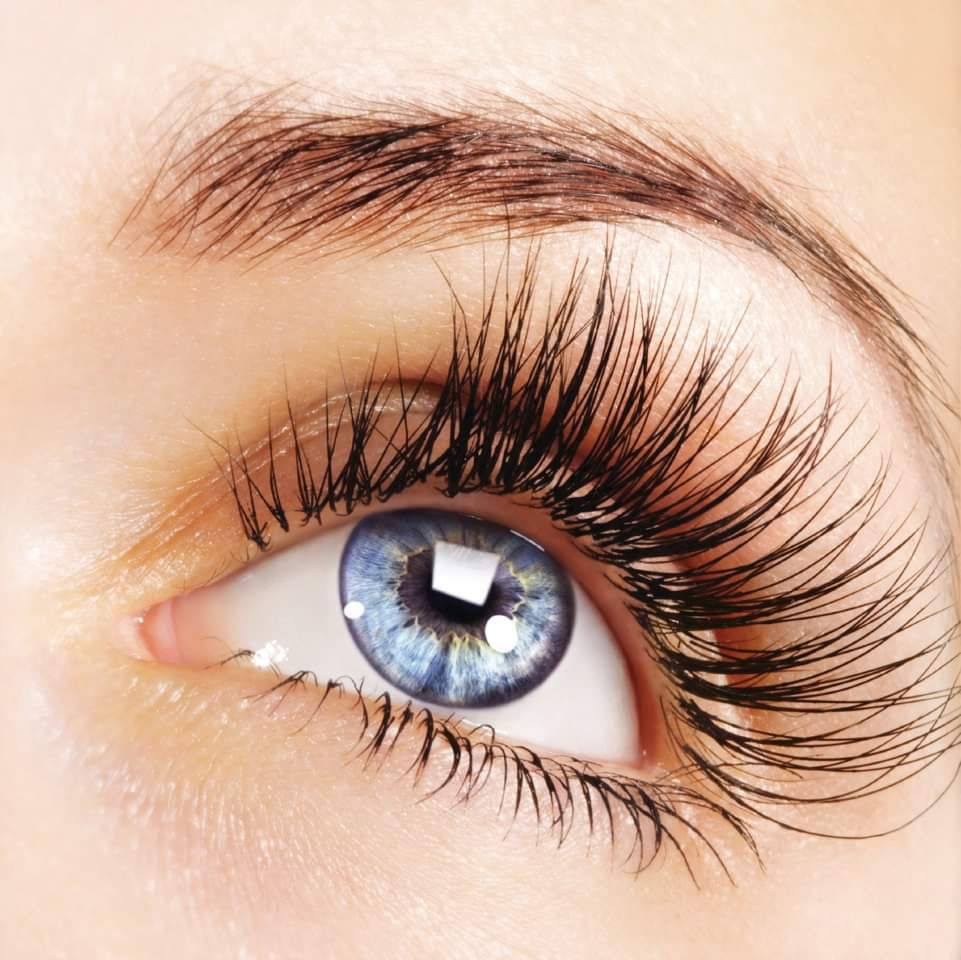 How to use oils to grow your eyelashes