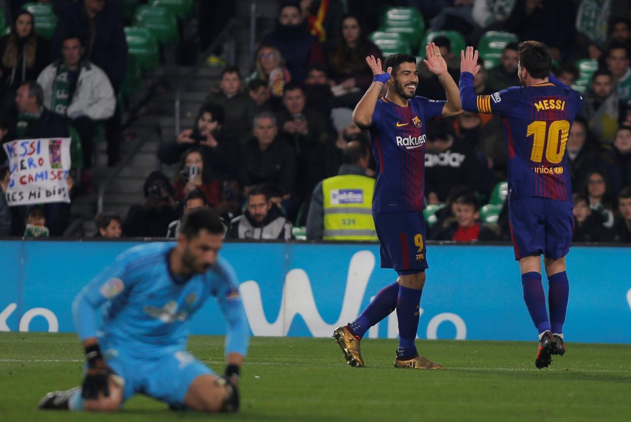 Messi, Suarez lead Barca romp, Real crush Deportivo
