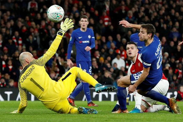 Granit puts rock-solid Arsenal into League Cup final