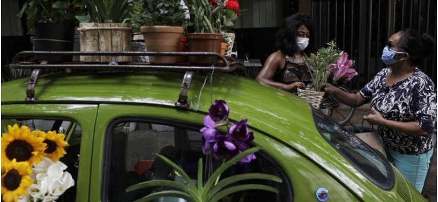 Selling flowers out of her VW Beetle helps Rio woman survive COVID-19