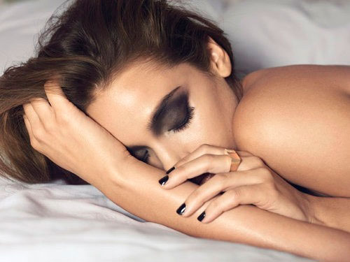 This happens to your skin when you don't remove make-up before sleeping