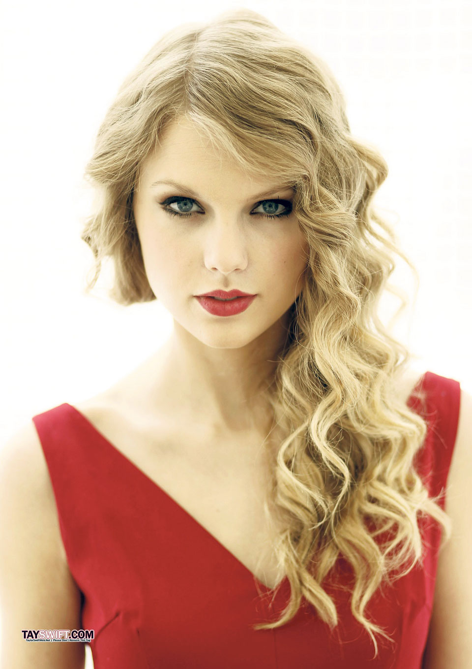 Taylor goes blank on social media, sending fans into frenzy