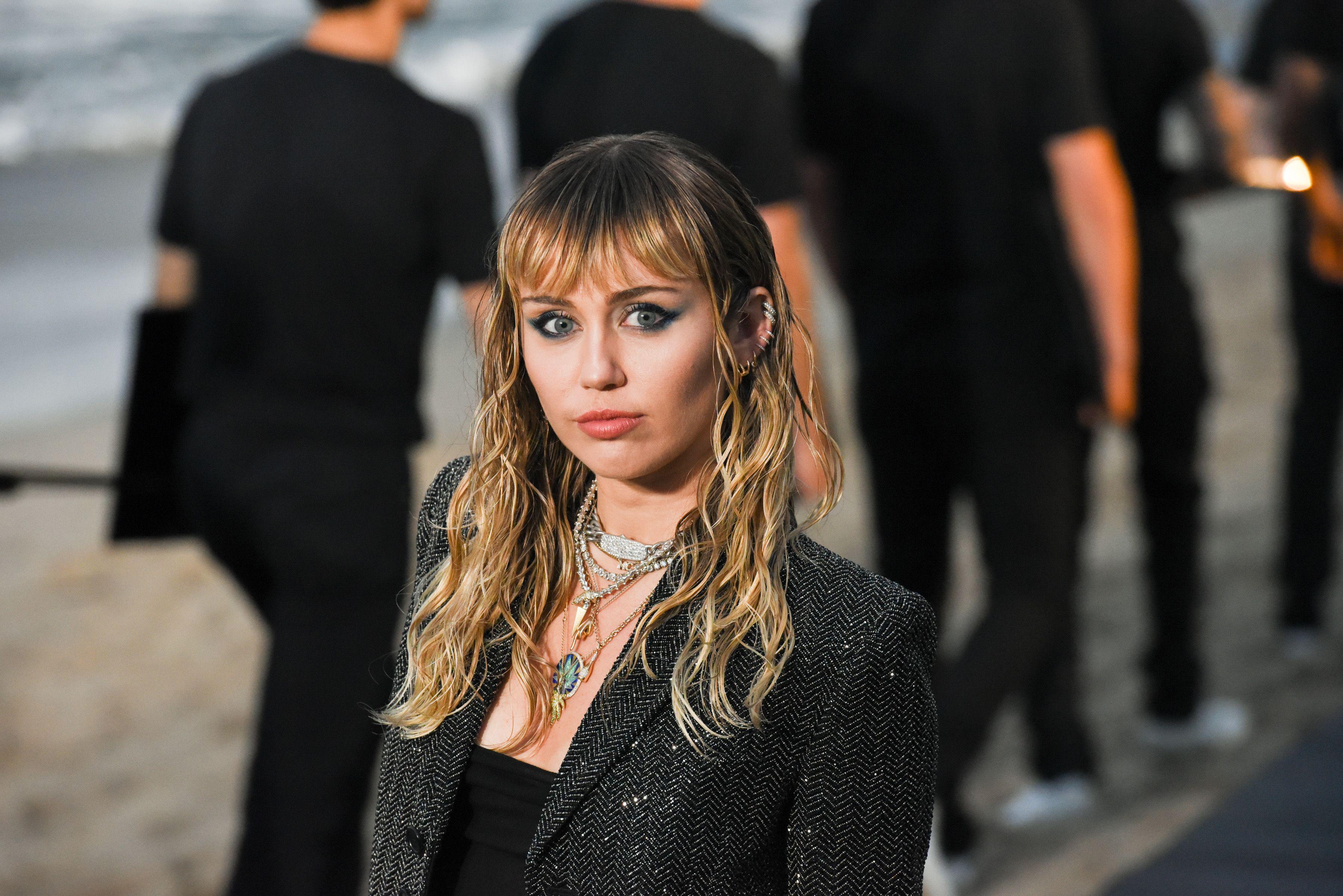 Miley Cyrus cancels bushfire aid show in Australia due to coronavirus warnings