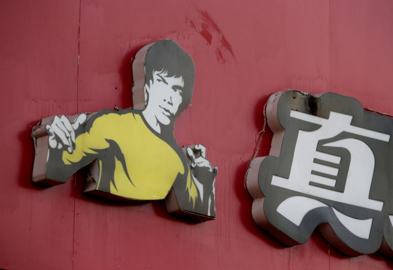 Bruce Lee's daughter sues fast food chain for USD 30 million