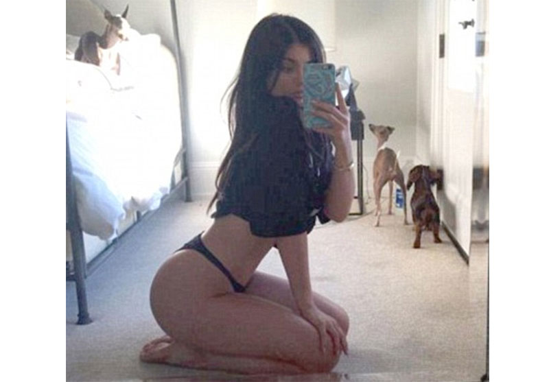 My republica kylie jenner displays her sizzling curves for Kylie jenner bathroom photos